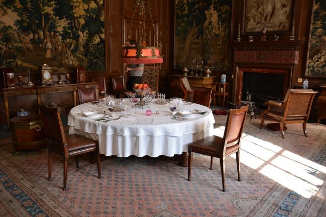 Ruang Makan, diruangan ini terdapat lukisan minyak gede
