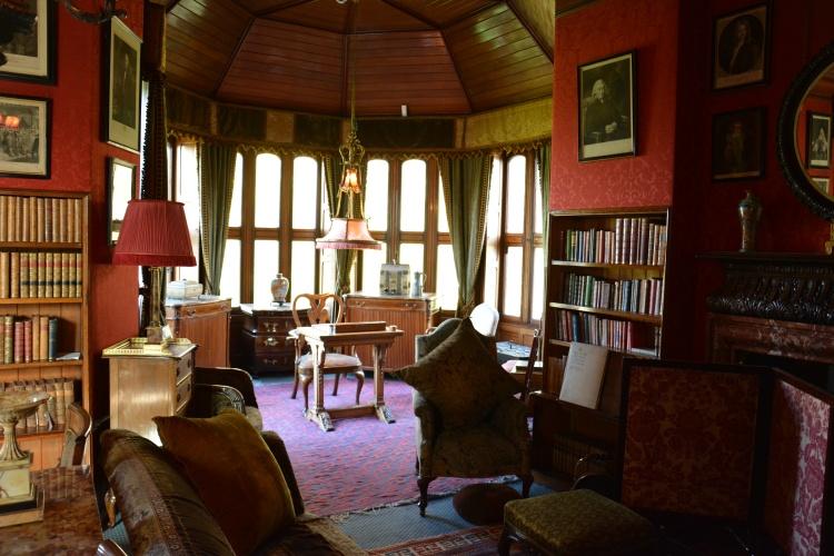 Ini ruang baca pastinya