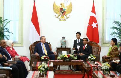 Katanya Jokowi Eh makasudnya Erdogan Lebih Suka Melihat ke Pers (photo : http://www.mfa.gov.tr/)